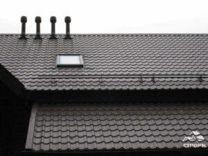 черная крыша